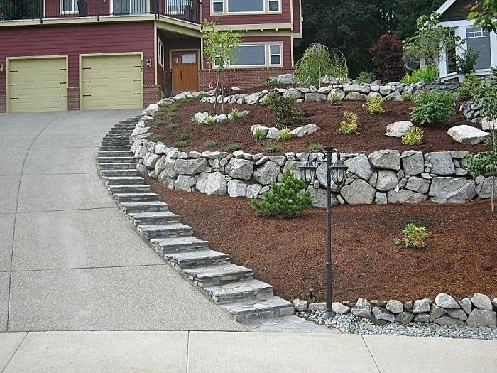 Стенки террас с плоскими камнями